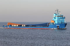 Navire finlandais MERI de but spécial sur la rivière Elbe Photographie stock libre de droits