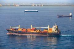 Navire marchand sur le méditerranéen Photos libres de droits