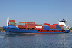 Navire porte-conteneurs chargé Images stock