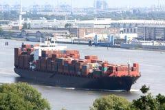 Navire porte-conteneurs dans le port Photos libres de droits
