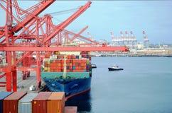 Navire porte-conteneurs dans le port de Long Beach, la Californie photographie stock libre de droits