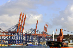 Navire porte-conteneurs dans le port de Rotterdam Image libre de droits