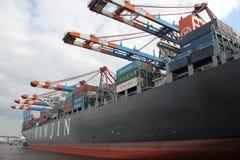 Navire porte-conteneurs de port de Hambourg Photo libre de droits