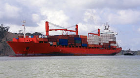 Navire porte-conteneurs du Panama Photos stock