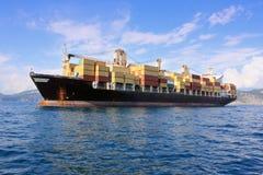 Navire porte-conteneurs en mer Photographie stock libre de droits