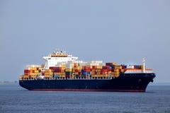 Navire porte-conteneurs énorme Images libres de droits