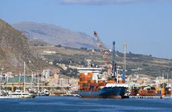 Navire porte-conteneurs turc - Alkin Kalkavan Images stock