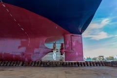 Navire sur la partie sévère de dock Photo stock