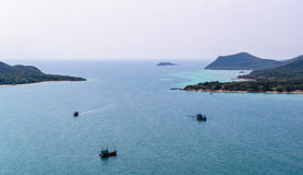 Navire trois sur la mer Photos libres de droits