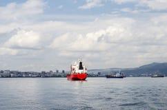 Navires des forces navales dans le roadstead Photo libre de droits