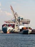 Navires porte-conteneurs dans le port de Hambourg, Photo libre de droits