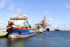 Navires porte-conteneurs dans le port de Rotterdam Image libre de droits