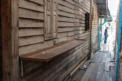 Nawa między drewnianymi domami zdjęcie stock