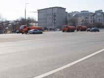 Nawadniać samochodowego obmycia drogę w Moskwa Zdjęcie Royalty Free