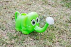 Nawadniać zielonego słonia Fotografia Royalty Free