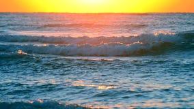 Nawadnia i fala morza krajobrazu scenerii kraju sceny tło zbiory wideo