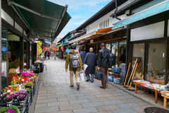 Nawate Dori Shopping Street na cidade de Matsumoto imagem de stock