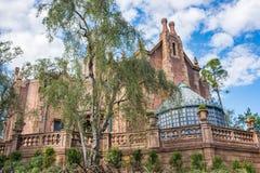 Nawiedzający dwór przy Magicznym królestwem, Walt Disney świat Obrazy Royalty Free
