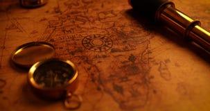 Nawigacj rzeczy na stary świat mapie zdjęcie wideo