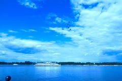 Nawigacja i aerobatics Volga rzeka blisko Yaroslavl jungfrau obrazy stock