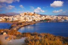 Naxos stad Chora på solnedgången Arkivbilder