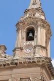 Naxxar, Malta - 2016, 11 Juni: De klokketoren en de voorgevel van t Stock Afbeelding