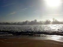 Nazaré - große Wellen Stockbild