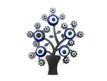 Nazar berlock som av avvärjer det onda ögat, på filialerna av ett träd Isolerad vitbakgrund Turkisk dekorativ amulett för royaltyfri fotografi