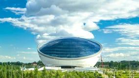 Nazarbayevcentrum en blauwe toren, met wolken ond bezinning Astana, Kazachstan stock videobeelden