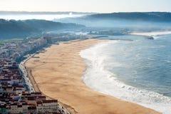 Nazare葡萄牙海滨村庄看法  库存照片