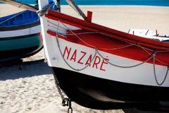 Nazare, Portugal - 5 de noviembre de 2017: wo viejo tradicional colorido Imagenes de archivo