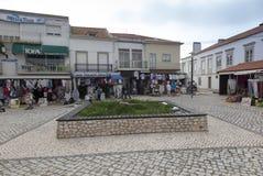 Nazare, Portugalia, Czerwiec 13, 2018: Sprzedaże dzielnicowi produkty na t zdjęcie stock
