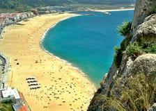Nazare wyrzucać na brzeg widok od Sitio, centro - Portugalia obraz stock