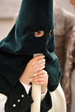 Nazarene de Triana, ojos y manos de mujeres, semana santa en Sevilla, Andalucía, España Imagenes de archivo