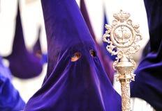 Nazarene en Triana, fraternidad de la esperanza, semana santa en Sevilla, Andalucía, España Imagen de archivo libre de regalías