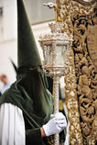 Nazarene en Triana, fraternidad de la esperanza, semana santa en Sevilla, Andalucía, España Imagen de archivo