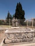 NAZARETH, 08 Israël-Juli, 2015: standbeeld van Paus Paulus VI en Patri Stock Foto