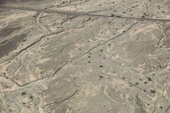 Nazca för flyg- sikt öken nära Pan American Highway royaltyfria bilder