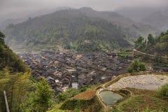 Nazionalità agricola di Dong del villaggio nelle montagne di sud-ovest C Immagine Stock