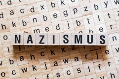 Nazismus -在德语,词概念的词纳粹主义 库存图片