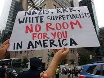 Nazister KKK, vita supremacister, inget rum för dig i Amerika, NYC, NY, USA Royaltyfria Foton