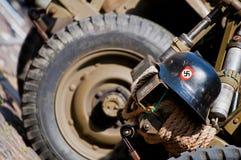 Nazisturzhelm auf amerikanischem Jeep Stockfotografie