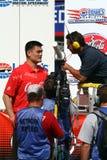 NBA φορέας Yao Ming που περνά από συνέντευξη στο γεγονός NASCAR Στοκ εικόνα με δικαίωμα ελεύθερης χρήσης