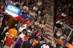 NBA akrobatisches Halbzeiterscheinen Stockbilder