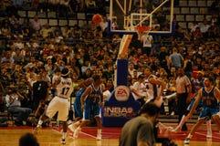NBA en Europa - avispones contra magos Fotos de archivo