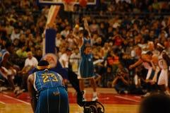 NBA in Europa - Hornissen gegen Zauberer. Stockfoto