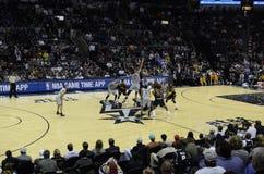 NBA gra - Cavs i ostroga Zdjęcia Royalty Free