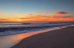 NC在海洋外滩群岛的日出天空 库存照片