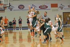 NCAA女孩篮球 免版税库存照片
