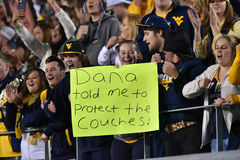 2015 NCAA橄榄球-在西维吉尼亚的俄克拉何马状态 免版税库存图片